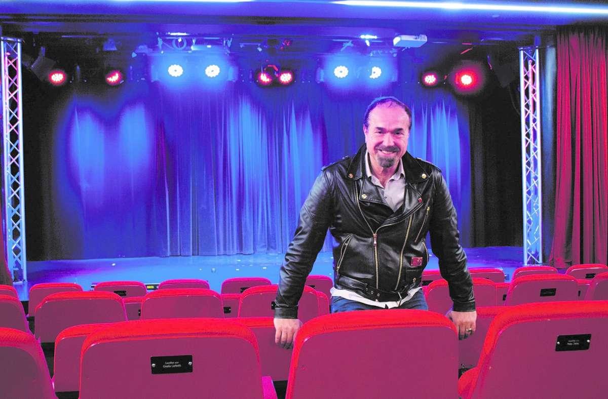 Sebastian Weingarten empfängt  wieder Publikum im Renitenztheater. Foto: Michael Dostler