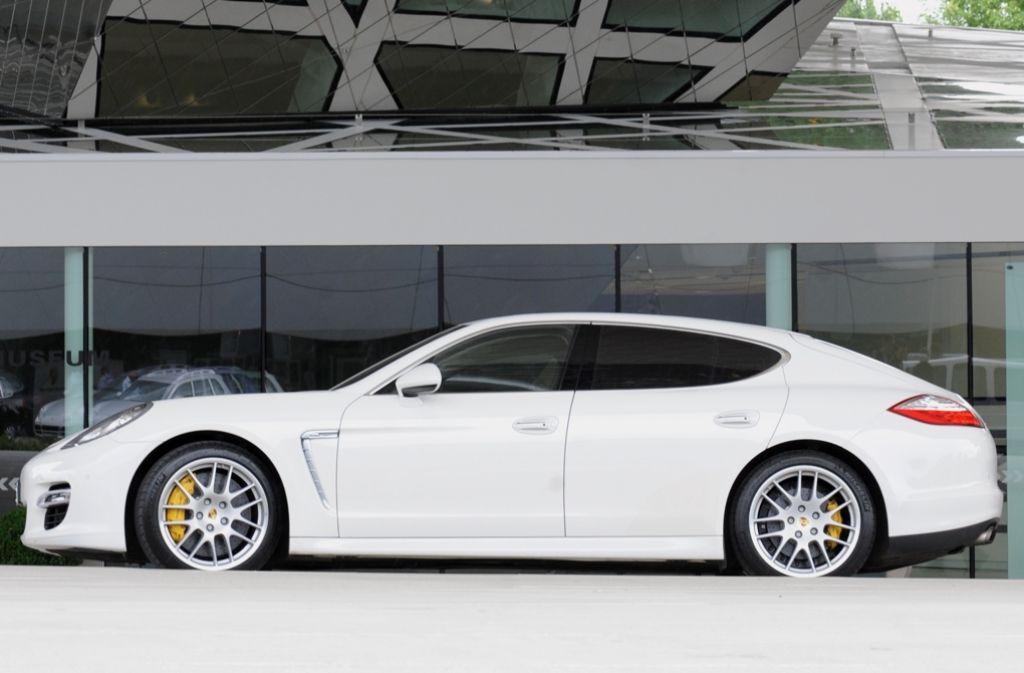 Auch bei Autoschieberbanden beliebt: ein Porsche Panamera Foto: dpa