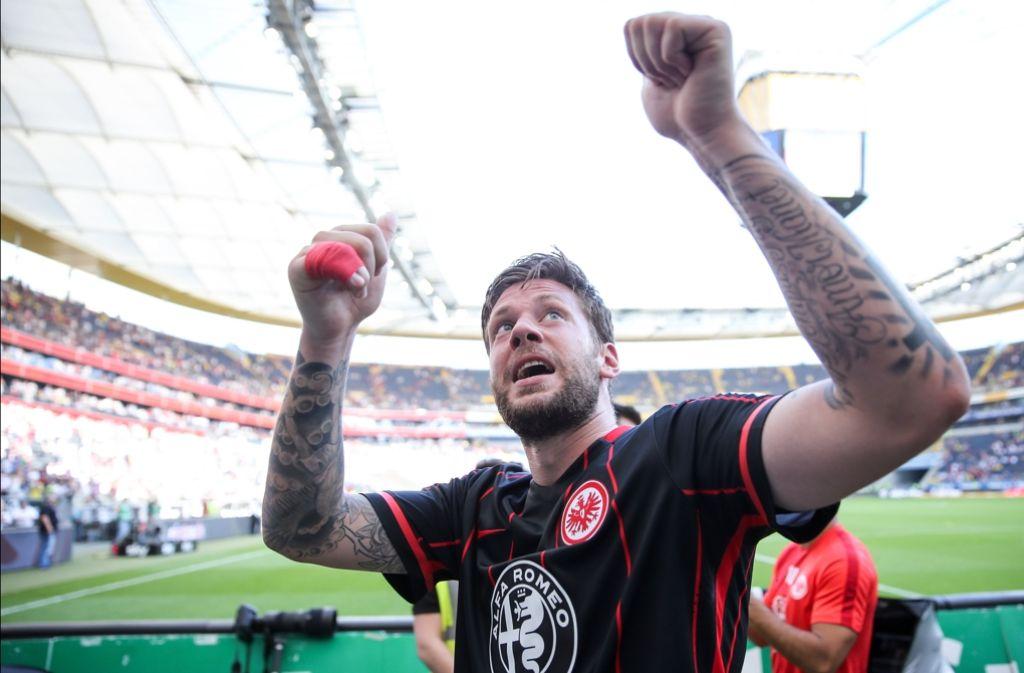 Eintracht-Kapitän Marco Russ steht ein langer Kampf bevor. Foto: Bongarts/Getty
