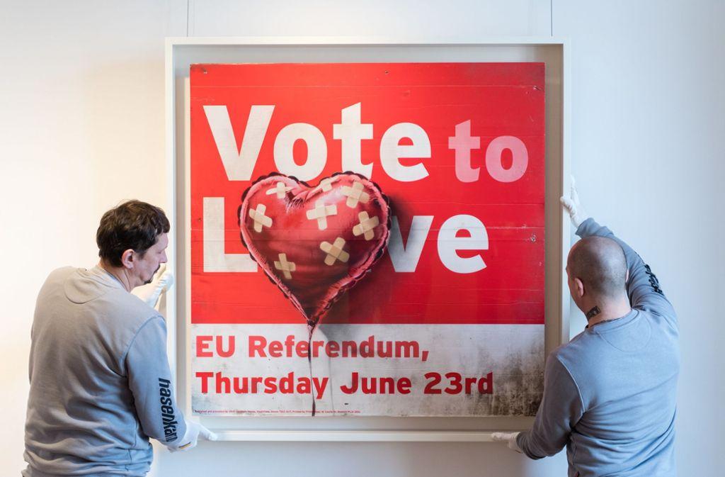 """""""Vote to love"""" wird auf umgerechnet 468 000 bis 702 000 Euro geschätzt. Foto: dpa/Matthias Balk"""