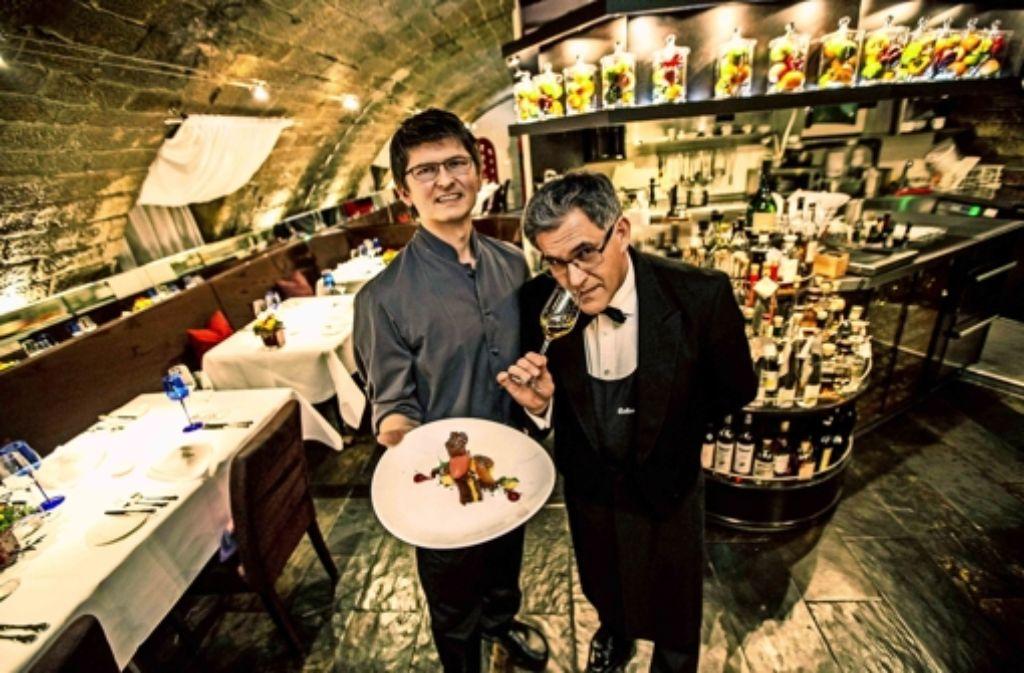Andreas Hettinger (l.) kocht, Evangelos Pattas serviert den Wein. Foto: Lichtgut/Leif Piechowski