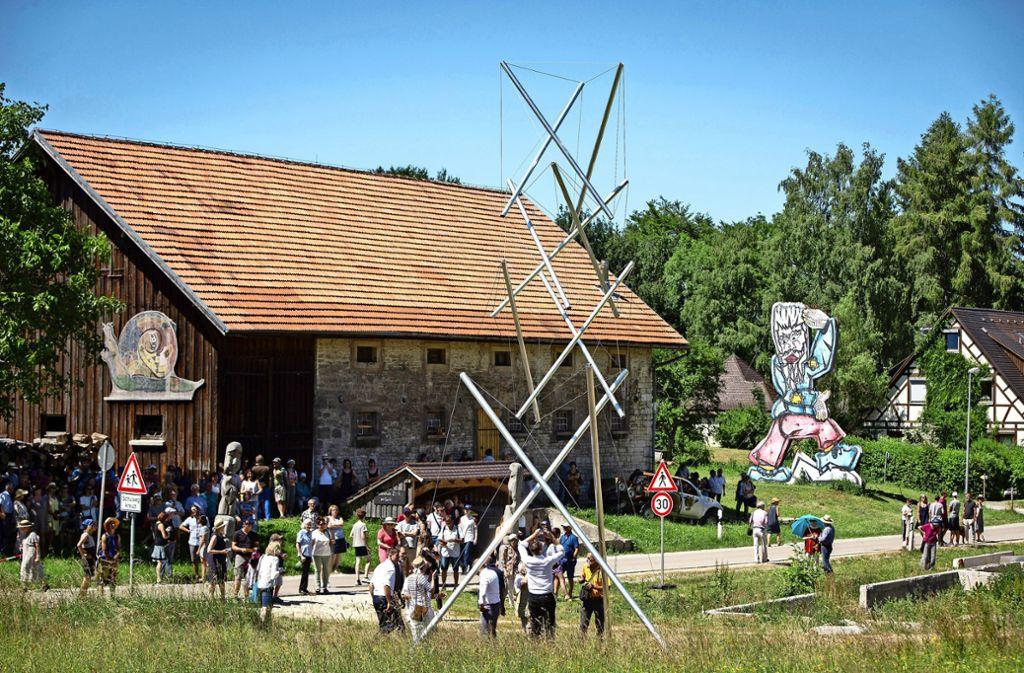 Steht! Das filigrane Gebilde ist das Leuchtturmprojekt des Kunstpfades. Foto: Michael Steinert Foto: