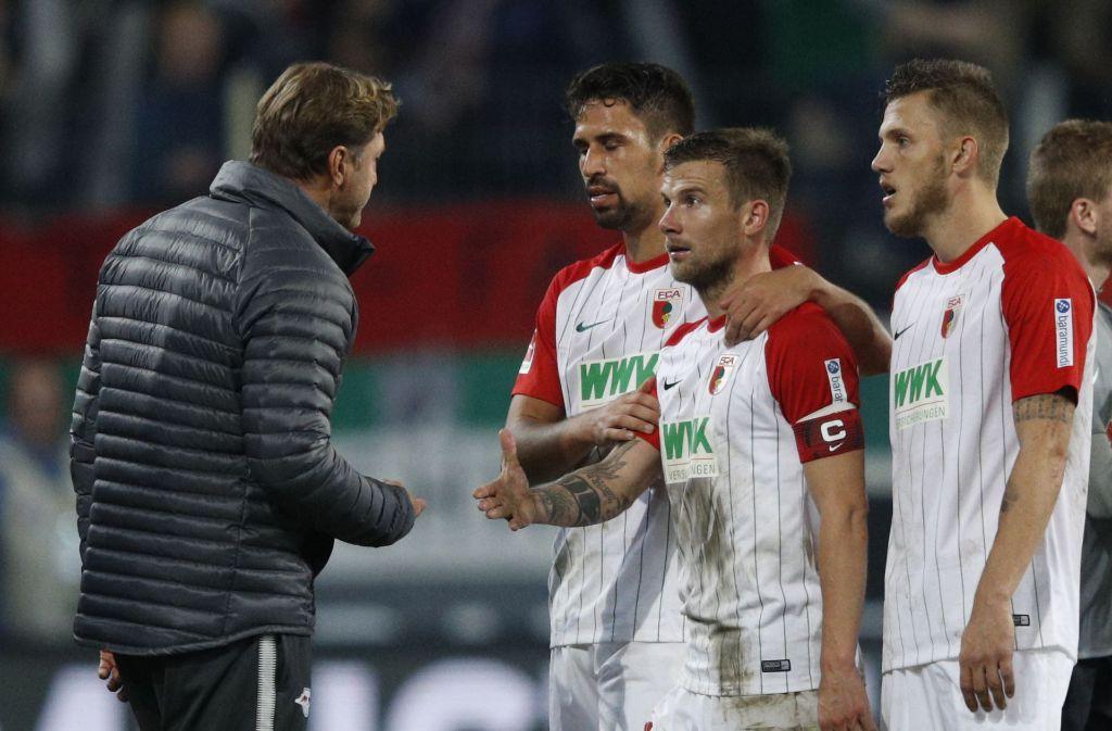Nach dem Spiel gab es Ärger zwischen Ralph Hasenhüttl (links) und Daniel Baier (2.v.r.). Foto: Bongarts