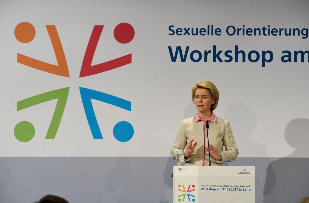 """Die Bundeswehr stehe im Wettbewerb um Talente und wenn diese Talente schwul, lesbisch, trans- oder heterosexuell seien, """"sind sie uns willkommen"""", so von der Leyen am Dienstag in Berlin. Foto: dpa"""