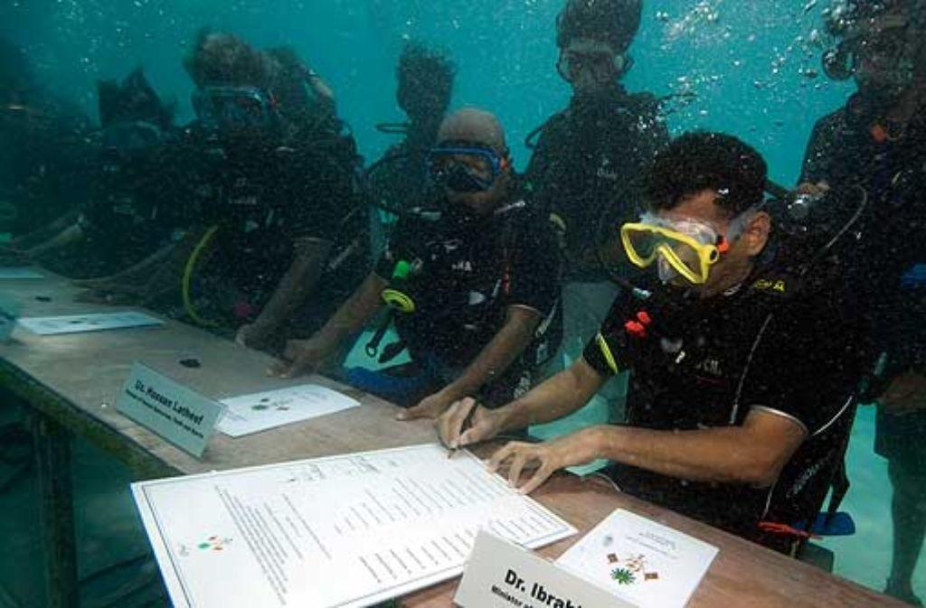 Wie läuft's mit den Verhandlungen zum Klimaschutz? Mit Kabinettsitzungen im Freien protestierten die Mongolei und die Malediven gegen den Stillstand. Foto: ap
