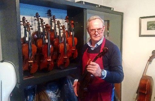 Da hängt die Werkstatt voller Geigen