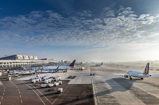 Flieger in Stuttgart wegen vermeintlichen Anschlags evakuiert class=