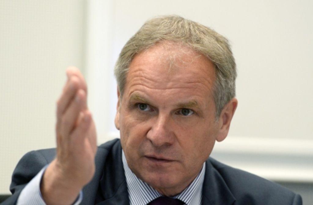 Nichts werde vertuscht oder beschönigt, beteuert Innenminister Reinhold Gall (SPD). Foto: dpa