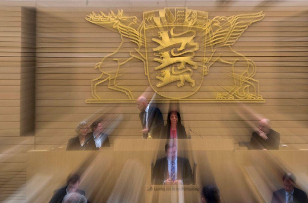 Plenarsitzung im baden-württembergischen Landtag: Zur Zeit gibt es 143 Abgeordnete. Es sind 106 Männer und 37 Frauen Foto: dpa