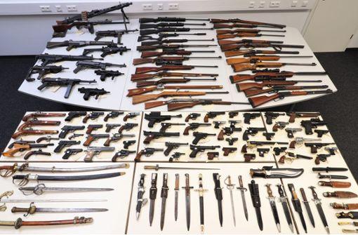 Mann hortet rund 100 Schusswaffen unverschlossen