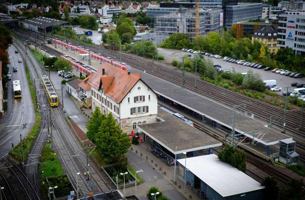 Der S-Bahnhof in Vaihingen soll zum Regionalbahnhalt ausgebaut werden. Im Zuge dessen soll auch das Bahnhofsumfeld umgestaltet werden. Foto: Lichtgut/Achim Zweygarth