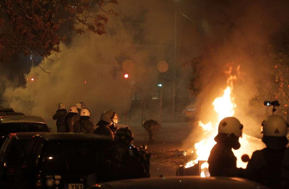 Bei den Zusammenstößen sind über 20 Personen verletzt worden. Foto: dpa/Aristidis Vafeiadakis