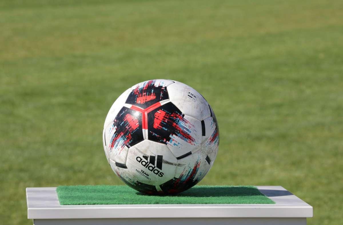 Die  Mannschaft samt Trainerteam müssen für eine Woche den Ball liegen lassen. Foto: Patricia Sigerist