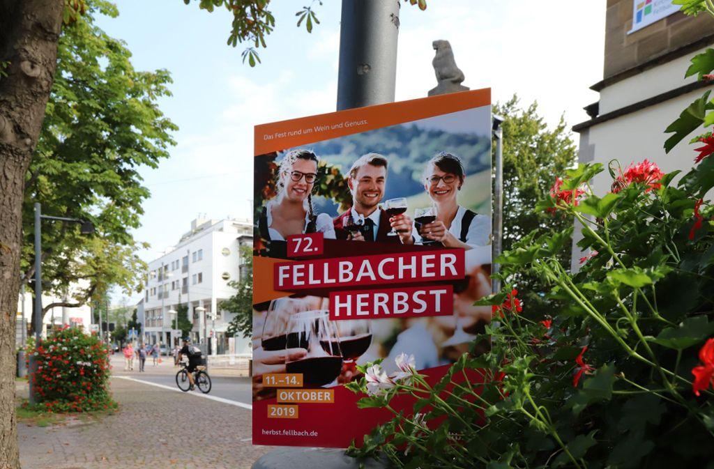 Sie grüßen ab Ende September die Besucher des Fellbacher Herbstes: Lisa Eisele, Thomas Diehl und Anja Off – hoch auf dem Erntewagen. Foto: Patricia Sigerist