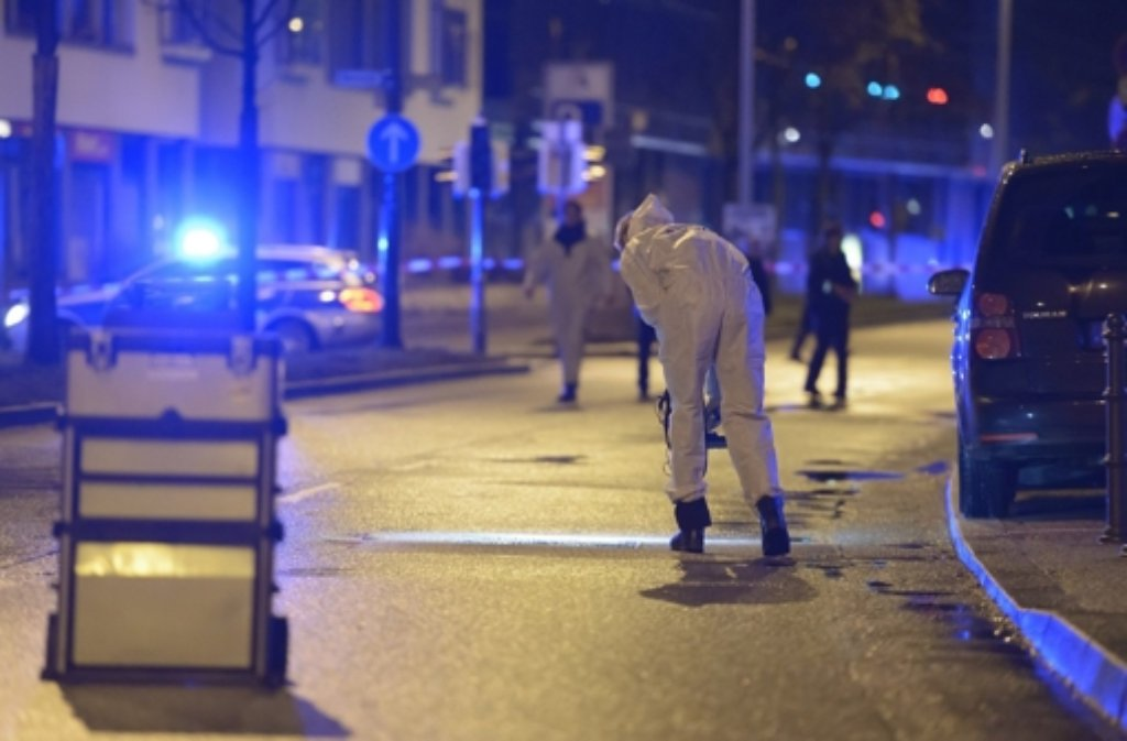 Nach der tödlichen Auseinandersetzung sind Spurensicherer im Einsatz. Foto: 7aktuell.de