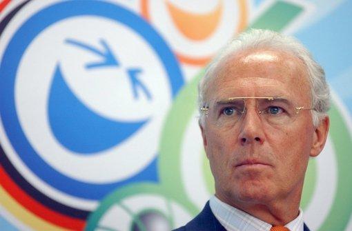 Warten auf die Erklärung von Beckenbauer