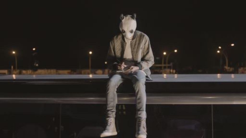 Der Stuttgarter Rapper Cro spielt sich im Film Unsere Zeit ist jetzt selbst. Foto: Warner Bros.