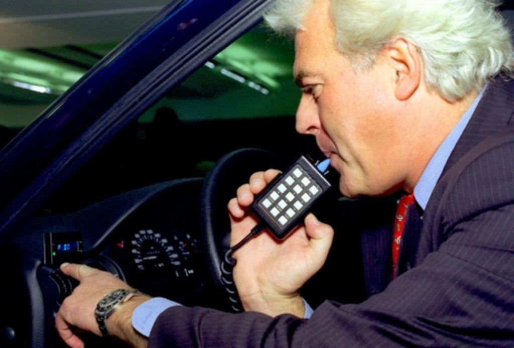 Alkoholtest vor der Fahrt: nur bei null Promille lässt sich das Auto starten Foto: dpa, StZ