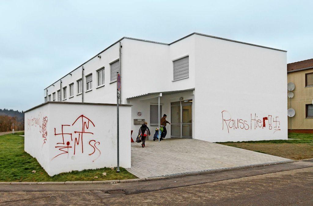 Von den Flüchtlingsunterkünfte in der Malmsheimer Voithstraße ist nur der Neubau von den Nazi-Schmierereien betroffen. Foto: factum/Bach