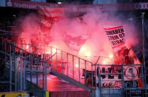 VfB-Fans zünden Pyros – Spiel für einige Minuten unterbrochen