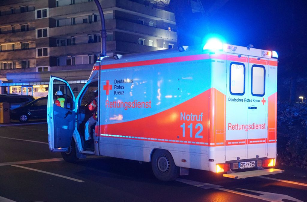 Der Rettungsdienst im Einsatz: Nur Ärzte dürfen medizinisch-invasive Eingriffe durchführen. Foto: SDMG/Woelfl
