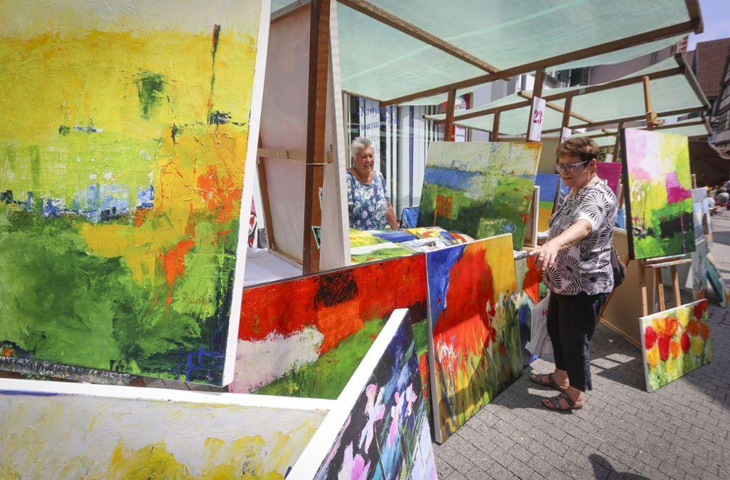 Ein Hingucker in der Altstadt: farbenfrohe, abstrakte Kunst Foto: factum/Granville