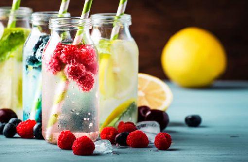 Einfach, lecker und gesund. 5 Gründe, warum Infused Water mehr als ein Detox-Trend ist und die 15 beliebtesten Rezepte.