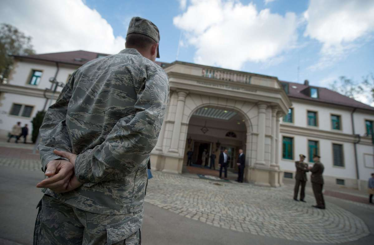 Mitglieder der US-Streitkräfte am Hauptquartier der Patch Barracks in Stuttgart. Foto: dpa