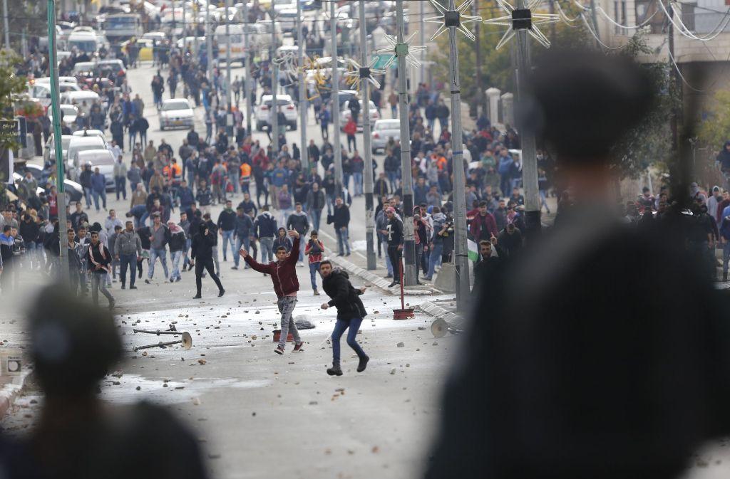 Palästinenser protestieren wie hier in Bethlehem gegen den Plan des US-Präsidenten Donald Trump, Jerusalem als Hauptstadt Israels anzuerkennen. Foto: AP