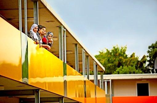 In das obere Stockwerk sind bereits Bewohner eingezogen. Die meisten der Asylbewerber, die in Plieningen unterkommen, stammen aus dem Bürgerkriegsland Syrien. Foto: Heinz Heiss