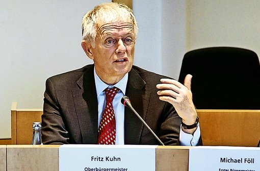 OB Fritz Kuhn    (links) und Kämmerer Michael Föll warnen trotz der aktuell guten Finanzlage der Stadt vor Einbrüchen bei der Gewerbesteuer in den nächsten Jahren. Foto: factum/Weise