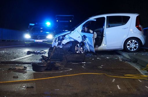 Mann fährt wohl betrunken auf Gegenfahrbahn – zwei Schwerverletzte