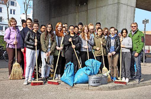 Schüler sorgen am Bahnhof für Sauberkeit