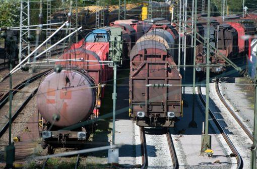 Feuerzeugbenzin läuft aus Güterzug – große Behinderungen