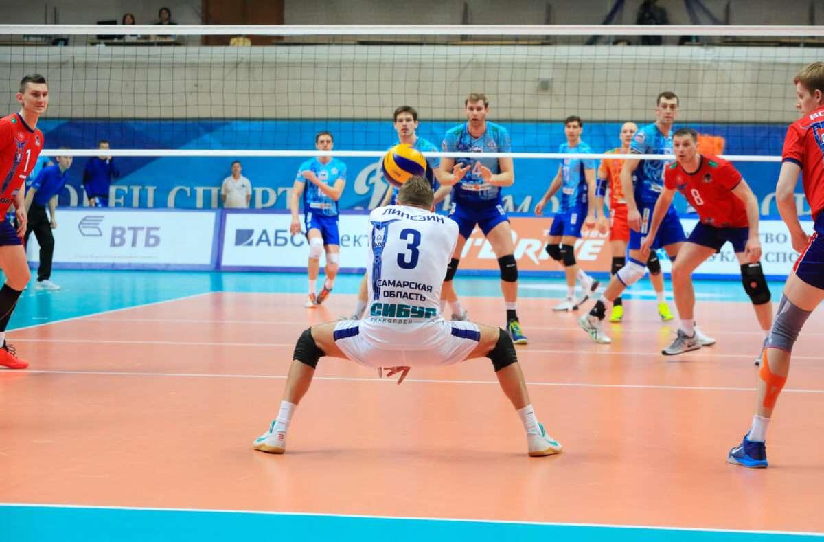Das ist der Grund, warum ein Spieler einer Volleyballmannschaft ein anderes Trikot trägt. Foto: Pavel L Photo and Video / Shutterstock.com