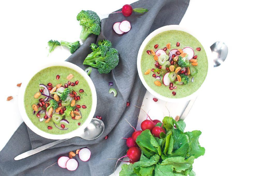 Die Brokkoli-Fenchel-Suppe ist schnell zubereitet und wahnsinnig bekömmlich, so der 22-Jährige.  Foto: Voll gut & gut voll
