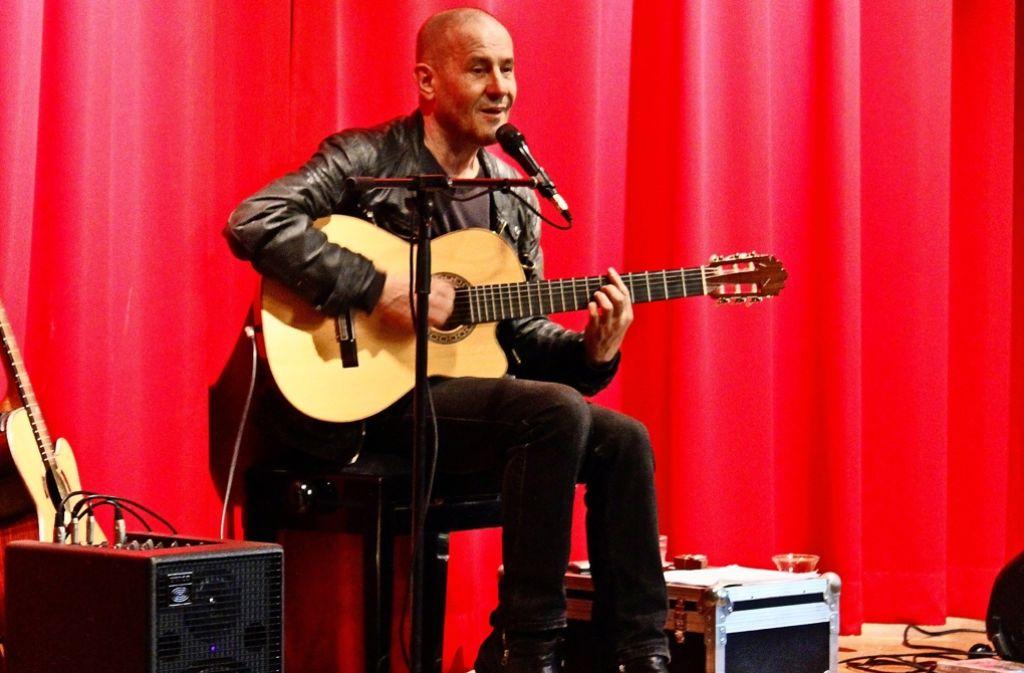Stephan Krawczyk trat an der freien Waldorfschule am Kräherwald auf. Foto: Martin Braun