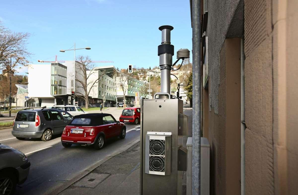 In der stark befahrenen Grabbrunnenstraße sind Schadstoffe in der Luft gemessen worden. Foto: Roberto Bulgrin