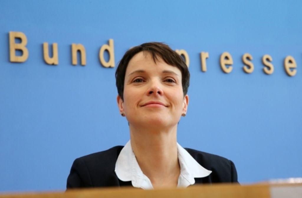 Die AfD-Vorsitzende Frauke Petry genießt den Wahlerfolg ihrer Partei. Foto: dpa