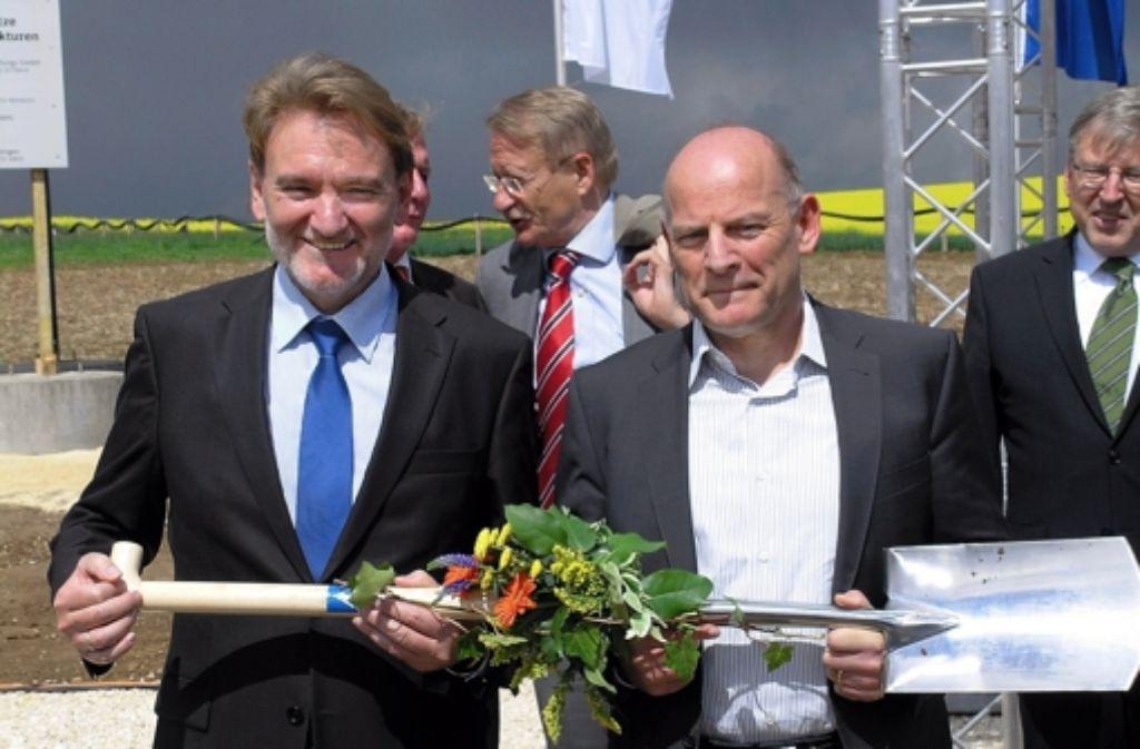 Knapp drei Jahre ist der erste Spatenstich – begangen unter anderem von Bahn-Infrastrukturvorstand Volker Kefer (l.) und Landesverkehrsminister Winfried Hermann –  für die Neubaustrecke nun her. Jetzt liegt auch die letzte bislang fehlende Baugenehmigung vor. Foto: Bäßler