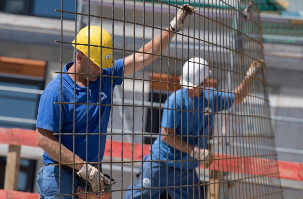 Die Stahlpreise steigen, insgesamt wird das Bauen aber nur wenig teurer. Foto: dpa