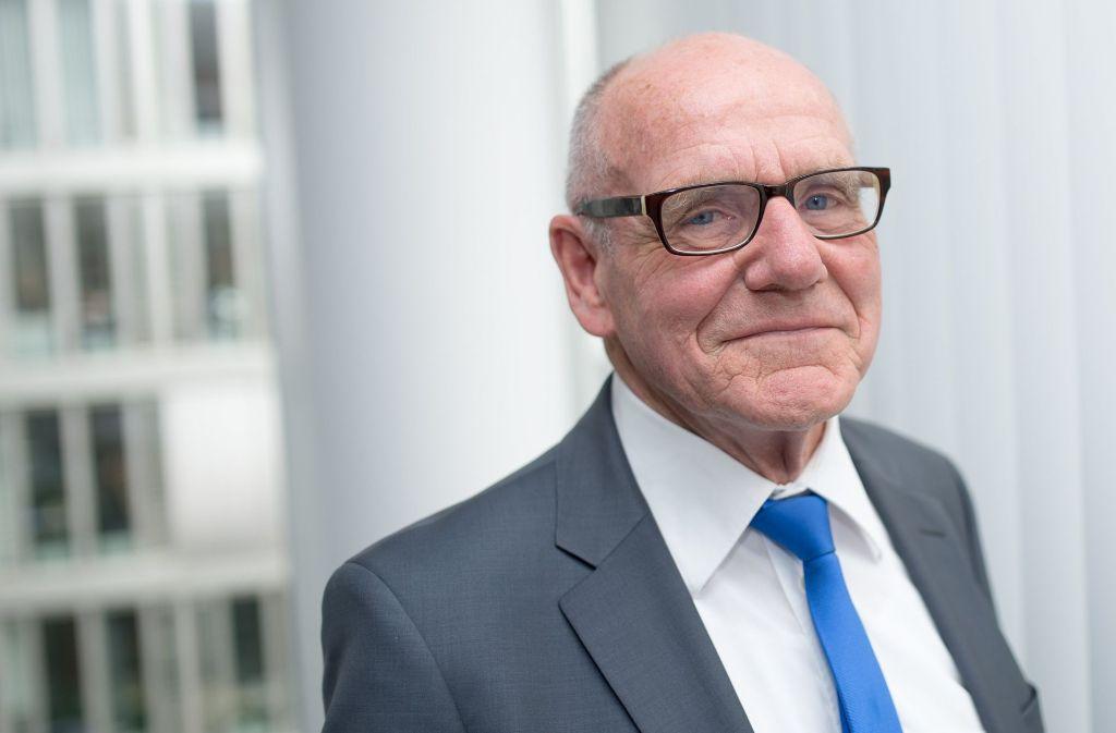 Hat mit seinen Kollegen jede Menge Beschwerden zu bearbeiten: Versicherungsombudsmann Günter Hirsch Foto: dpa