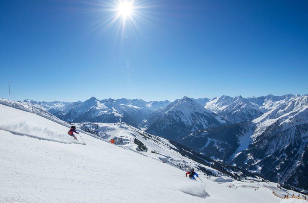 Schneesicher – und das ganzjährig. Dieses Statement kann österreichweit nur ein Skigebiet an sein weißes Revers heften – der Hintertuxer Gletscher! Foto: Zillertaltourismus/Thomas Straub