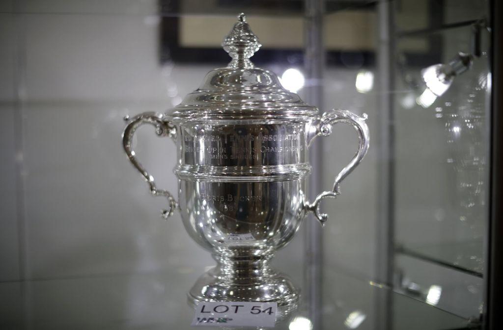 Boris Beckers Siegerpokal von den US Open 1989 steht zur Versteigerung: momentan liegt das höchste Gebot bei gut 17000 Euro. Foto: dpa