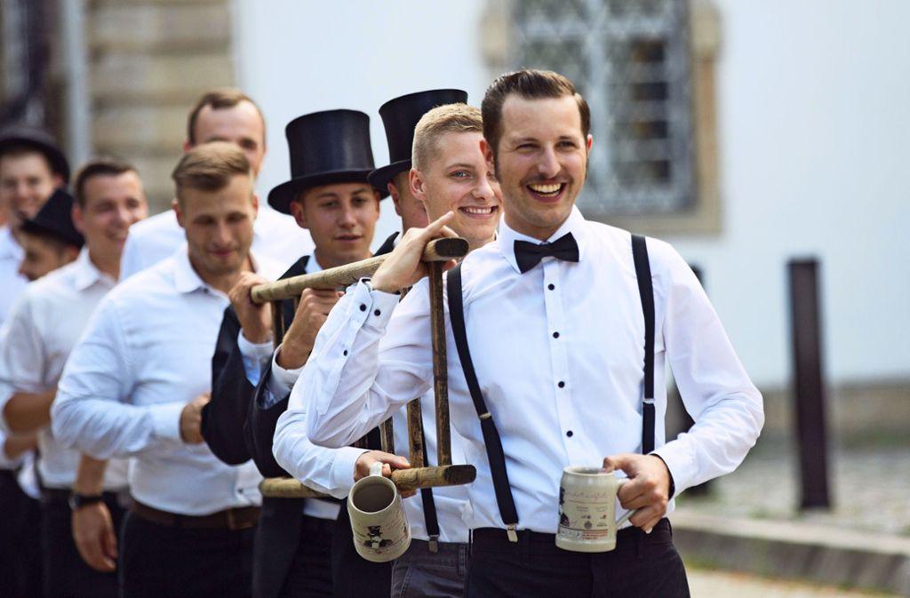 Krug und Leiter sind feste Utensilien des Esslinger Kandelmarschs. Foto: Ines Rudel