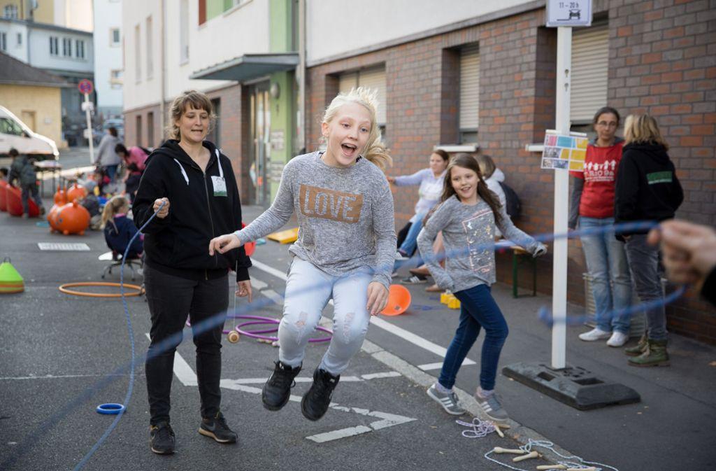So kann eine kinderfreundliche Kommune auch aussehen: temporäre Spielstraße in der Stuttgarter Obernitzstraße Foto: Verena Müller