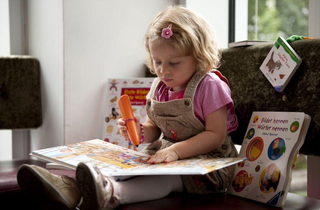Manche Bücher bei Ravensburger sprechen sogar mit den Kindern. Foto: AP