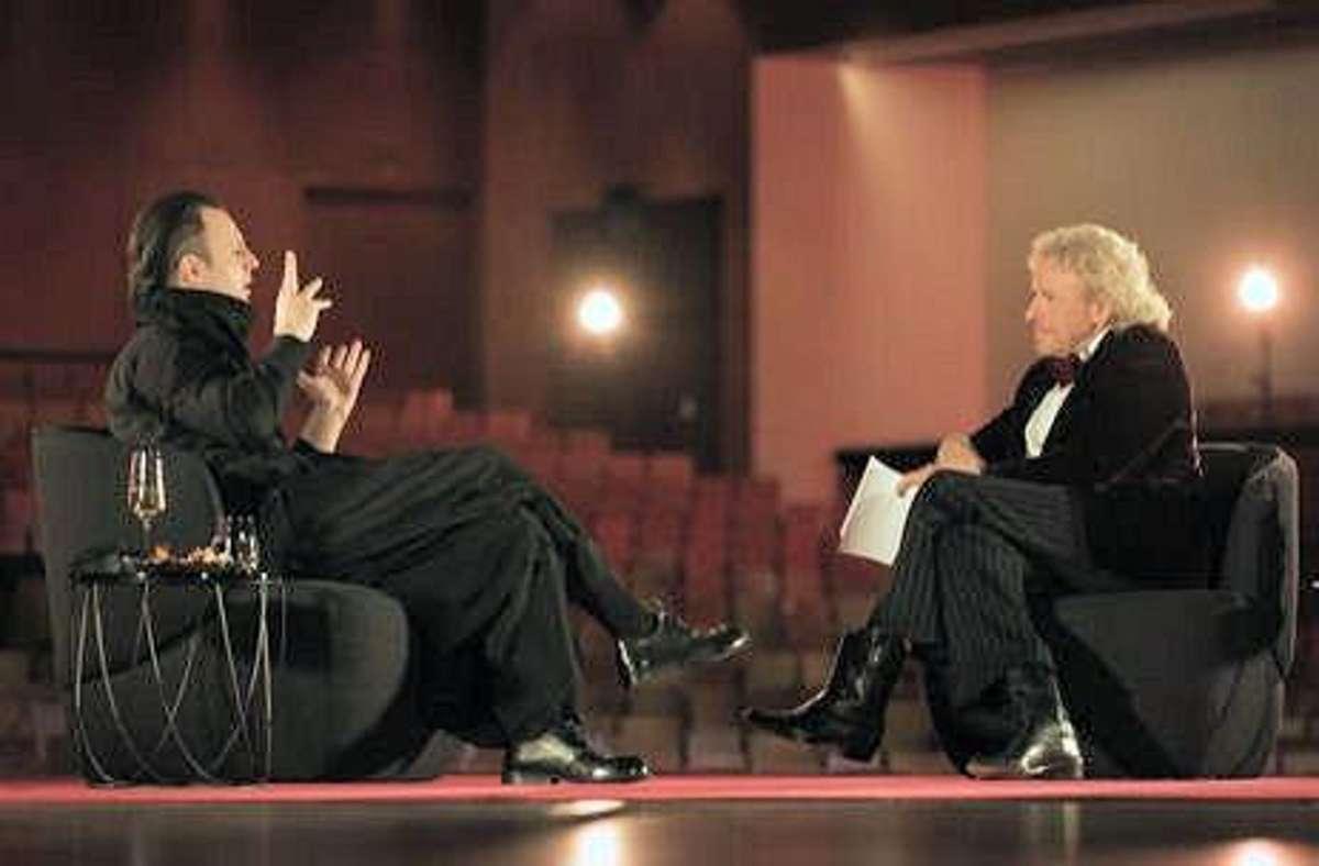 Spricht auch mit Thomas Gottschalk gerne über Musik: der Dirigent Teodor Currentzis in Baden-Baden. Foto: Jens Lindemann