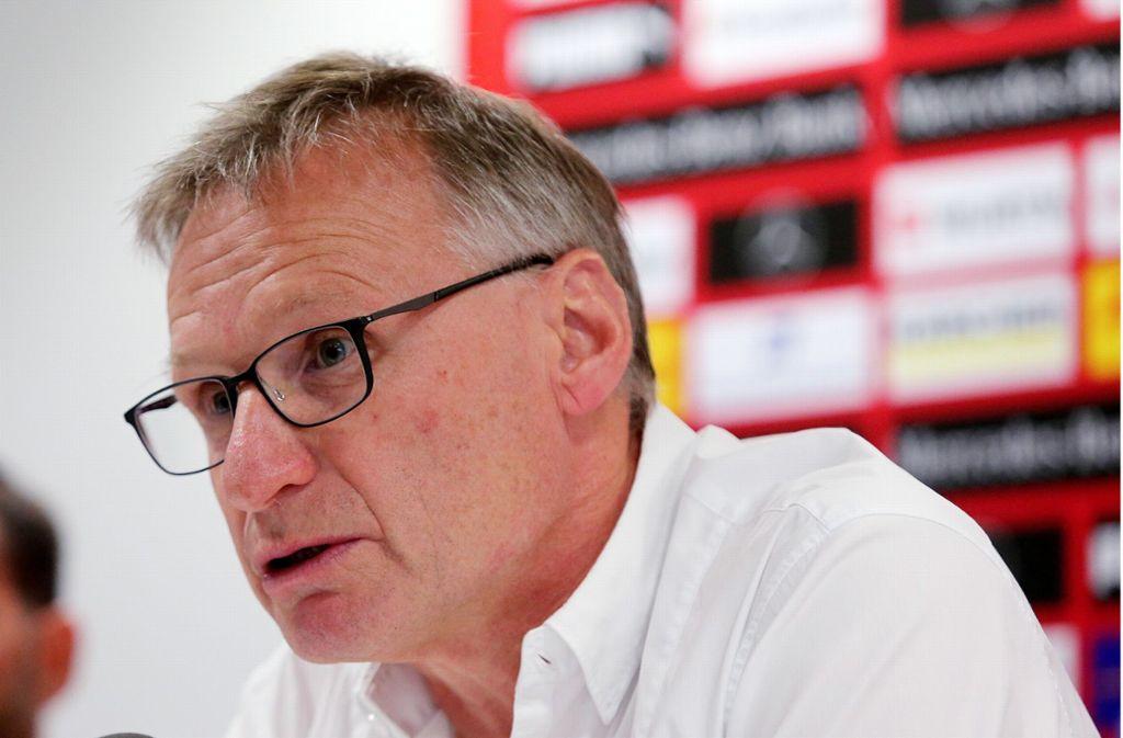 Sportchef Michael Reschke spricht auf der VfB-Pressekonferenz. Foto: Pressefoto Baumann