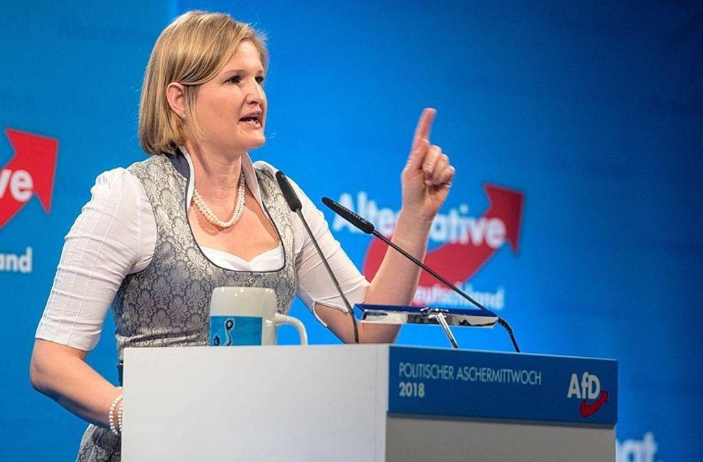 Gerne im Dirndl: die niederbayerische AfD-Fraktionsvorsitzende Katrin Ebner-Steiner Foto: picture alliance / Armin Weigel